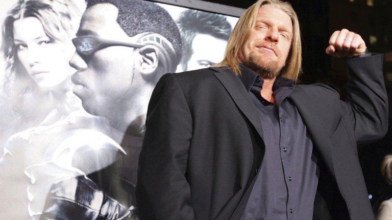 Трите Хикса (Triple H)  Пол Левек, както е истинското име на кечиста, днес почти се е пенсионирал от ринга, но има важна задкулисна роля в компанията WWE. Около възхода на Скалата обаче се опитаха да набутат и него във филмовия бизнес. Така той се сдоби със зъбата роля в Blade: Trinity (2004) с Уесли Снайпс - без съмнение най-слабия филм за ловеца на вампири Блейд.   Няколко години по-късно участва в комедията The Chaperone и екшънът Inside Out - и двата, продуцирани от WWE Studios. Ако не сте ги гледали, недейте. Наистина, не изпускате нищо.