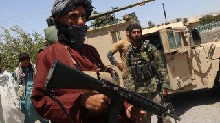 Рохула Азизи е пътувал с шофьора си в неясна посока, когато го е спрял патрул на талибаните