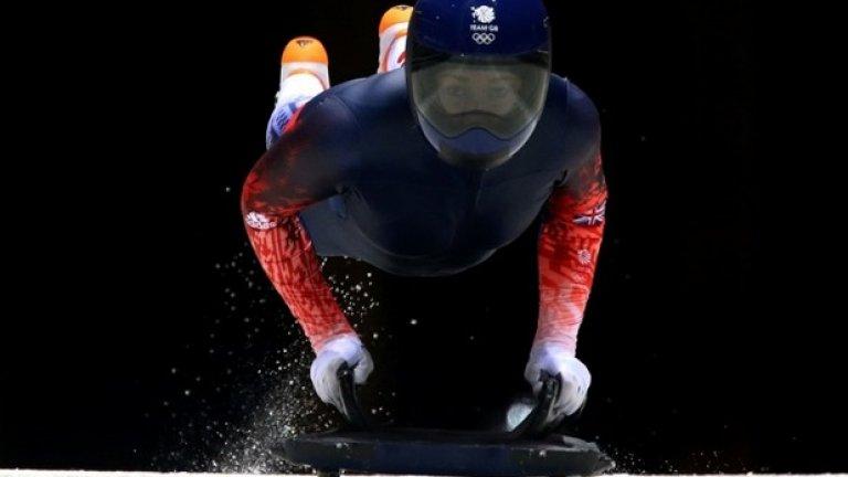 Най-значимите спортни събития за изминалата година започнаха със зимната Олимпиада в Сочи.  Освен социалния контекст на олимпийските игри и по-точно отзвукът, който предизвикаха огромните средства, вложени в организацията на игрите, зимната Олимпиада предложи и немалко интересни спортни момента. На снимката - британската състезателка по скелетон Лизи Ярнолд на една от тренировките