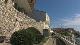 Бургаският районен съд реши, че стената е незаконна