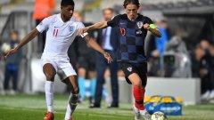 Пълните със звездни играчи отбори на Хърватия и Англия извъртяха скучно 0:0 пред празните трибуни