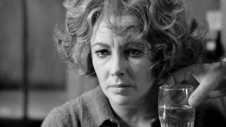 """Кой се страхува от Вирджиния Улф? / Who`s Afraid of Virginia Woolf? - 13 номинации през 1967 г.   Класическта лента с участието на Елизабет Тейлър и Ричард Бъртън, създадена по пиесата на Едуард Олби, получава общо 13 номинации на 39-тите годишни награди на Академията. Но истинското признание за филма е във факта, че е номиниран в абсолютно всички категории на """"Оскарите"""" (рекорд, който дели със """"Симарон""""). Създателите на """"Кой се страхува от Вирджиния Улф"""" си тръгват с общо 5 статуетки - включително за най-добра главна женска роля на Лиз Тейлър."""