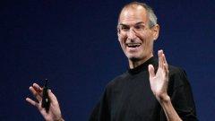 Шефът на Apple Стив Джобс е на върха, след като компанията надмина Microcft по пазарна капитализация