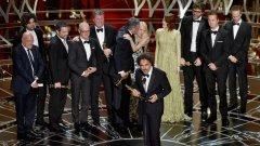"""Най-добър филм стана """"Бърдмен"""". Алехандро Гонзалес Иняриту взе статуетка и за най-добър режисьор. Филмът спечели и най-оригинален сценарий и най-добро операторско майсторство."""