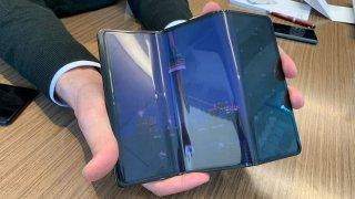 Компанията показа прототип на устройство на границата между таблет и телефон