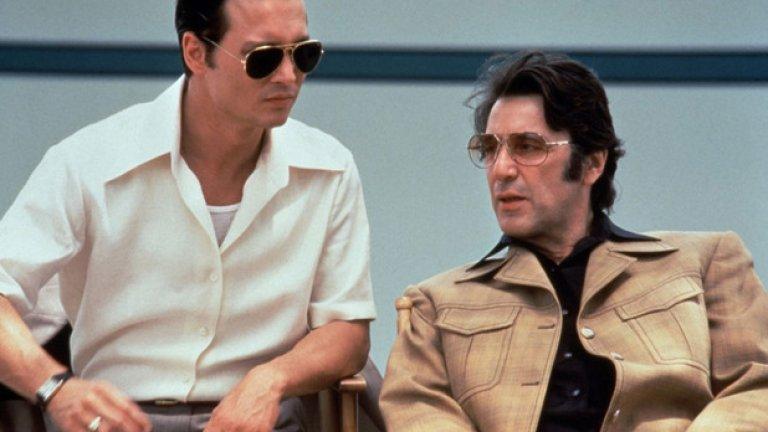 """""""Дони Браско"""" (1997)  Въпреки че в толкова много от филмите му от тази епоха, включително """"Вътрешен човек"""" и """"Всяка една неделя"""", зрителите виждат героите на Пачино като силни шефове, които крещят в лицата на колеги и подчинени, """"Дони Браско"""" на режисьора Майк Нюел дава по-различен поглед върху поредния мафиотски персонаж на Пачино.  Като истински """"войник"""" на мафията Бенджамин """"Левака"""" Руджеро, Пачино играе персонаж от средно ниво, който се опитва да купи благоволението на по-големите шефове, представяйки им крадеца на бижутата Дони Браско (Джони Деп), който обаче е агент на ФБР под прикритие. И въпреки че Деп е главният герой тук, Пачино успява да открадне шоуто със своя меланхоличен, наполовина менторски, наполовина будещ съжаление герой. Все пак обаче тук се усеща как актьорите от старата генерация малко по малко биват измествани от новите лица като самия Джони Деп."""