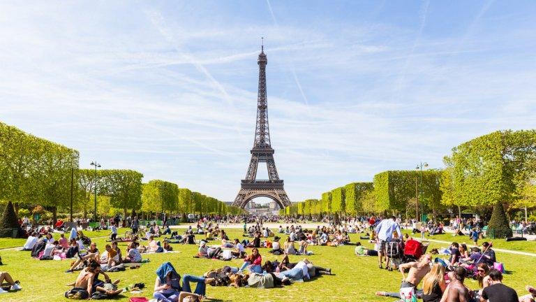 6. Франция Франция има огромно политическо и икономическо влияние в световен мащаб. Като бивша колониална сила и като една от основните световни икономики обхватът на страната се простира по целия свят - от областта на науката през военните й сили и до културата. Франция определено има силно влияние върху събитията по света.
