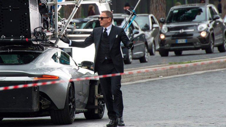 """Даниел Крейг като Джеймс Бонд по време на снимки в Лондон на излизащия през ноември по кината """"Спектър"""""""