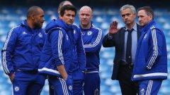 След загубата от Ливърпул, Моуриньо събра треньорския щаб в центъра на терена и им каза по няколко думи