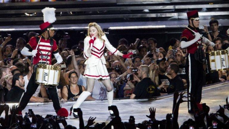 Мадона по време на първия си концерт от турнето в Тел Авив