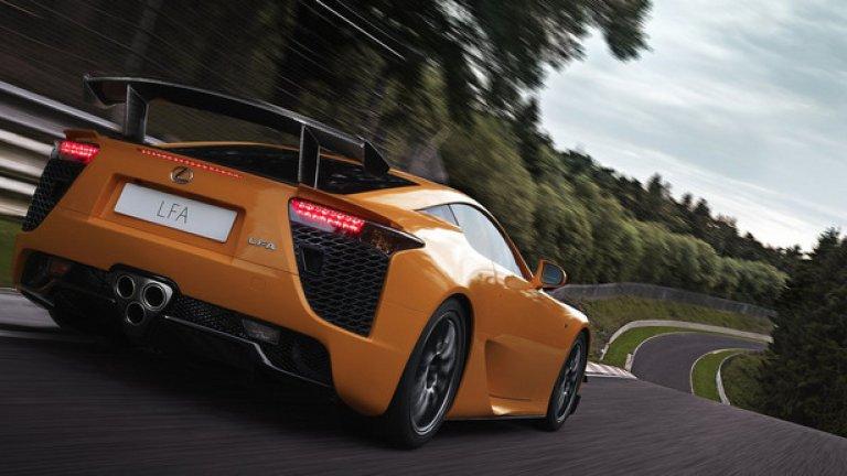 Lexus LFA Nurburgring Package – 7.14,64 минути Още една специална версия, насочена повече към експлоатация на писта. 10 допълнителни конски сили, общо 570, по-голям сплитър, по-голямо задно крило и няколко допълнителни аеродинамични елемента.