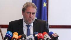 """Министърът изрази готовност да пази на място обекта """"цяла отпуска"""""""