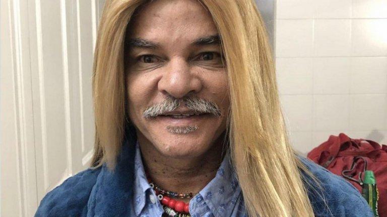 Не, това не е жена след фризьор, а легендата Карлос Валдерама с изправена коса…