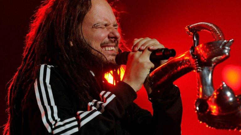 Тежкото детство служи за вдъхновение на вокалиста на KoRn и му помага да се превърне в звездата, която е днес.