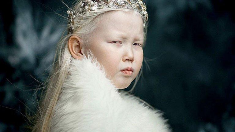 Момичето албинос от Сибир Нараяна стана интернет сензация с прекрасната си фотосесия