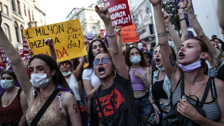 Хиляди хора излязоха по улиците на големите градове
