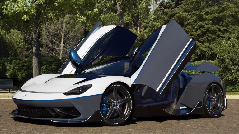Pininfarina BattistaPininfarina са толкова концентрирани върху красивия и изпипан дизайн, че почти можеш да се подлъжеш, че всичко друго в тази кола ще е посредствено. Е, Battista всъщност ще бъде сред най-мощните коли на 2021 г. Автомобилът е изцяло електрически, ускорява от 0 до 100 км/ч за 2 секунди и може да вдигне до 350 км/ч. От модела ще бъдат изработени точно 150 бройки, първите от които ще са при щастливите си купувачи през лятото.