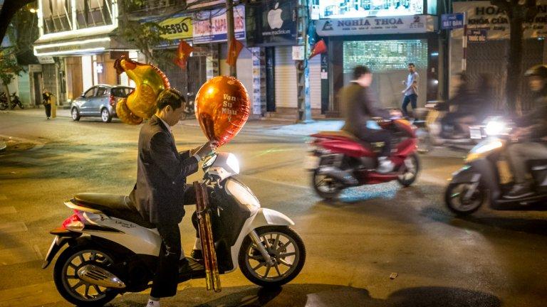"""Ханой, (което буквално означава """"град между реки"""") е столицата на Виетнам, втори по значение промишлен център на страната (след Сайгон). Ханой е и втори по големина град във Виетнам. Там има многовековна култура за изследване и прекрасни градски сцени с пазари и изкуства."""