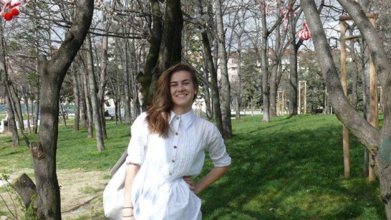 Йоана е на 20 и изучава програми, свързани с графичен дизайн