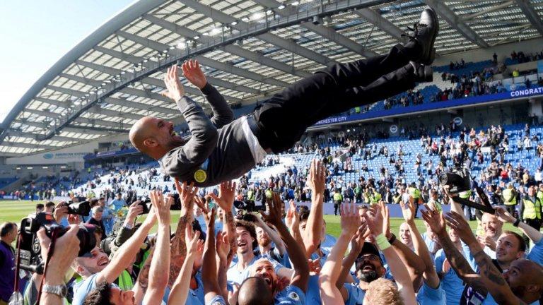 Треньор: Пеп Гуардиола Трябваше да е той. Каквито и чудеса да прави Юрген Клоп в момента с Ливърпул и въпреки трите поредни трофея на Зинедин Зидан в Шампионската лига с Реал Мадрид, успехите на Гуардиола тежат повече. Трофей от Шампионската лига и титли в Испания, Германия и Англия. Испанецът е еталон в треньорската професия и през последните десет години бе най-голямото име в бизнеса.