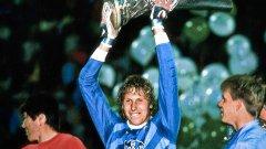Фолборн остава единственият играч, вдигнал и двата големи трофея в историята на Байер