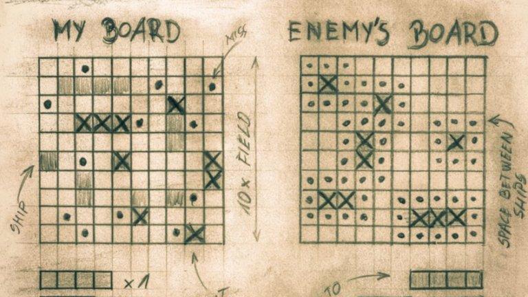"""Кораби  Всъщност, играта може да се намери и като """"боен кораб"""", и като """"кораби и лодки"""" и др. Но идеята е една - да потопите кораба на вашия противник. Съответно, играта е за двама души. За да ви улесним в търсенето как се играеше, припомняме - нужни са ви два листа и нещо за писане. Начертавате 10 реда и 10 колони, обонзачавате ги с букви и цифри до 10, рисувате корабите и лодките, след което започвате да """"стреляте"""" по тези на противника, като използвате съответните координати - например А7. Има нещо страхотно в това да проявиш фантазия в играта, а не да чакаш Playstation-a или Xbox-a да """"фантазира"""" вместо теб."""