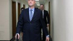 Министърът на икономиката направи крачка назад от версията за саботаж във военния склад