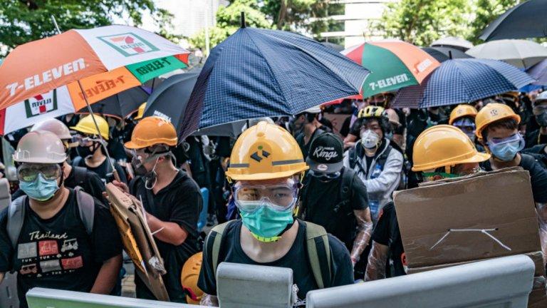 В безпрецедентна досега ситуация Facebook и Twitter заедно разкриха как Китай провежда кампанията си за дезинформация за протестите в Хонконг, както и какви са целите й.