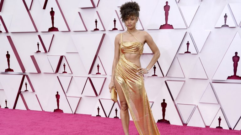 """Андра ДейПевицата и актриса не взе """"Оскар"""" за главна женска роля в образа на Били Холидей, но впечатли с рокля, която беше на ръба на добрия вкус и скандала. Облеклото е дело на Vera Wang и е изработено лично по идея на Дей."""