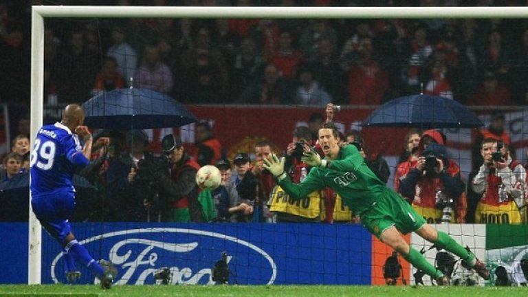 Едвин ван дер Сар Фулъм (2001-2005), Манчестър Юнайтед (2005-2011) Дори и за стандартите при вратарите, Ван дер Сар е чудо. Той беше №1 в Аякс и Ювентус, след което на 31 години подписа с Фулъм. Но славата дойде при него едва през 2005, когато премина в Юнайтед – в края на кариерата си холандецът спечели четири пъти титлата във Висшата лига, два пъти Купата на Лигата и Шампионската лига през 2008.