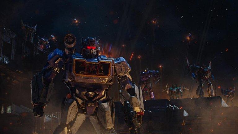 """Начело на филма, който ще разказва предисторията на конфликта между автоботи и десептикони, застава режисьорът на """"Играта на играчките 4""""."""
