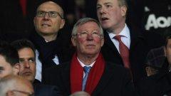 """За своите 26 години при """"червените дяволи"""" сър Алекс Фъргюсън донесе 13 шампионски титли, триумфира два пъти в Шампионска лига, 5 пъти спечели ФА Къп и 4 пъти Купата на лигата. Моуриньо смята, че присъствието му до отбора е нужно и се старае да го върне все по-близо до ежедневните дела в Юнайтед"""