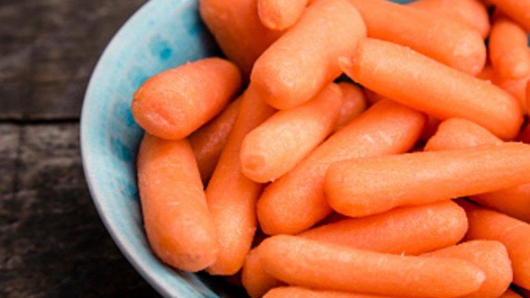 Бейби морковиВ сравнение с обикновените моркови, по-малките съдържат много повече вода. Прекрасни за закуска за малки и големи.