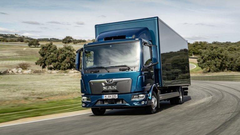 MAN TGM/TGL  Отличниците в сферата на доставките разполaгат с пестеливия и лесен за поддръжка двигател D08. А чрез дигиталната услуга Essentials всеки бизнес получава важна информация за камиона, анализ на работата му и детайлна история на маршрутите. А именно дигиталната връзка с камиона позволява още по-добра оптимизация на ефективността му.  Всички елементи, свързани с контрола на камиона, са внимателно подредени и удобни за достъп от шофьора, което улеснява работните процеси дори в натоварен градски трафик. Полето за видимост е по-добро, а разположението на вратите осигурява максимален комфорт, дори при чести слизания и качвания.