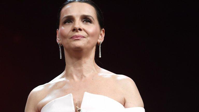 Десетки актьори, музиканти, журналисти и нобелови лауреати се обединиха в отворено писмо към човечеството с молба към света да не се връща към обичания си живот в името на екологията (на снимката: актрисата Жулиет Бинош)