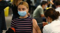 Имунизиралите се срещу COVID-19 ще получават 20 лв ваучери за храна