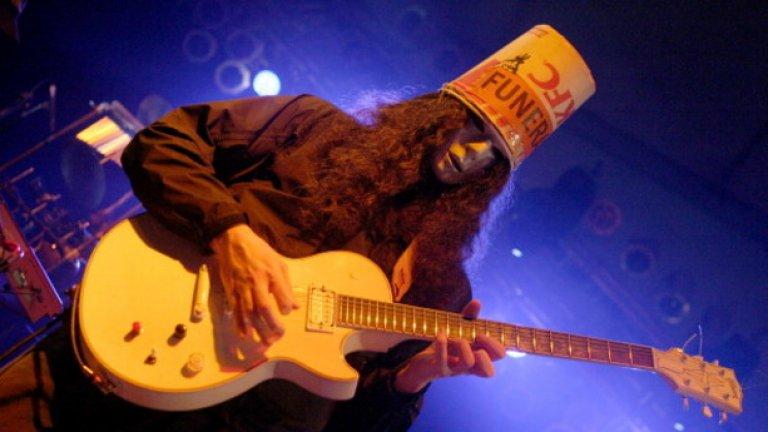 Buckethead от Guns N Roses  Ако ще носиш кофа от KFC на главата си, Браян Каръл не е най-подходящото име, съгласете се.