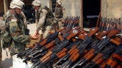 Няма яснота как оръжия, произведени в България са се озовали в ръцете на джихадистите. Води се кореспонденция между нашите и френските спецслужби. Толкова.  На снимката: Военни от САЩ събират отнети в Ирак автомати Ak-47/ Снимка: US Army/Wikipedia