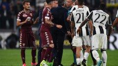 Михайлович е нахлул на терена след червения картон на Акуа при резултат 1:0 за Торино