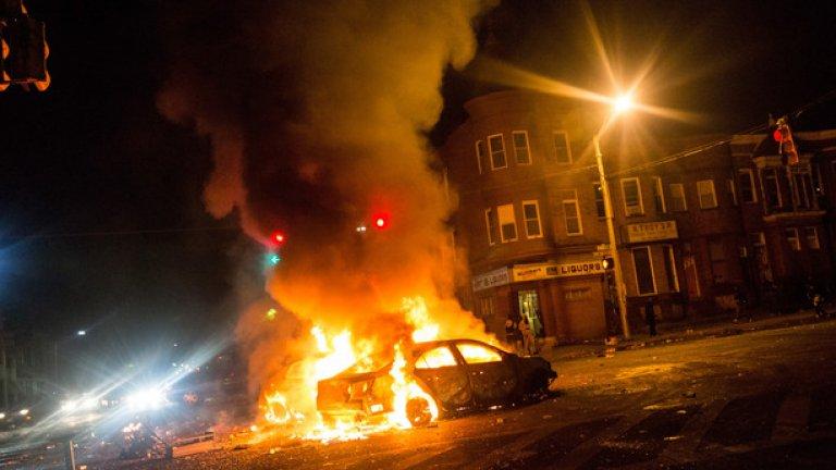Запален автомобил на полицията