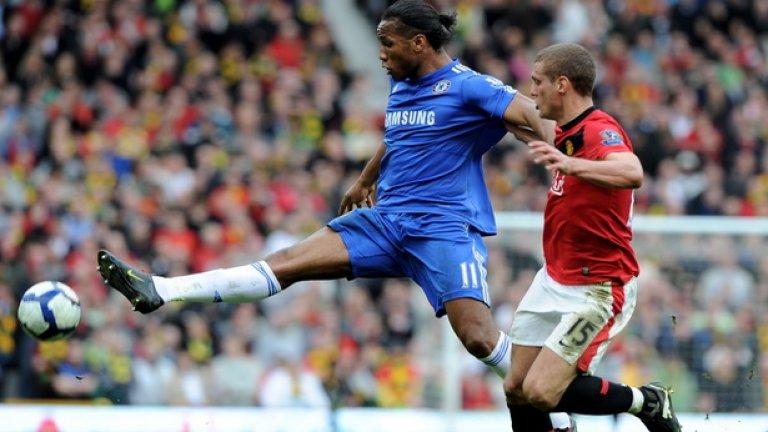 Дидие Дрогба отбелязва втория гол за Челси срещу Манчестър Юнайтед, след като получи топката в очевидна засада