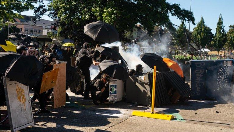 През уикенда много градове в САЩ се превърнахав сцена на безредици.