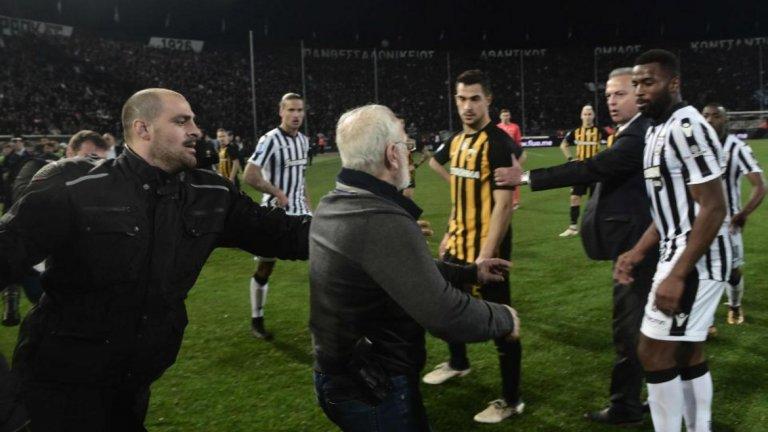 Футболният шампионат бе спрян след инцидента на мача ПАОК - АЕК (0:0) на 12 март. Тогава президентът на домакините от Солун Иван Савидис влезе на терена, а на кръста му имаше кобур с пистолет.