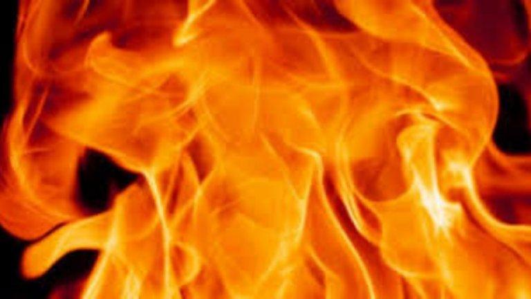 За да бъде овладян огъня, се е наложило спирането на тока в целия квартал около училището