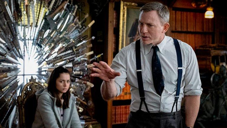 Knives Out  Тази детективска мистерия, разказана в стила на Агата Кристи, дава на Даниел Крейг да влезе в ролята на частния детектив Беноа Блан - нает да разследва смъртта на богаташа Харолд Тромби навръх 85-ия му рожден ден. Knives Out оставя зрителите в напрежение, докато сюжетът се разгръща през множество динамични обрати до изненадващия завършек.
