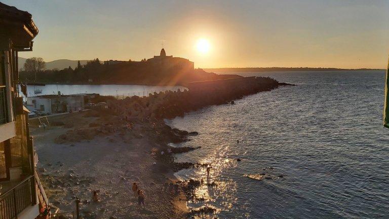 Залез над Миденото плажче и изоставената военноморска база