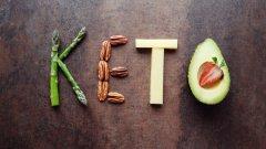 Експерти не са особено добре настроени към кето диетата, но въпреки феновете й остават верни, защото се фокусират върху краткосрочните ползи от бързото отслабване, без да вземат предвид възможните дългосрочни рискове.