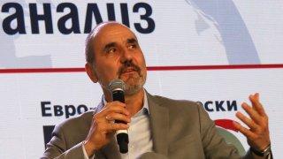 """Неговата """"Републиканци за България"""" тегли кадри от ГЕРБ и СДС, но какъв е нейният потенциал реално?"""