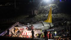 Три са жертвите на разцепилия се в Истанбул самолет