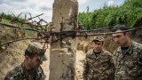 Според текста на примирието арменците губят територии в региона, а мирът ще се опазва от руски и турски военни